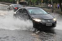 FOTO EMBARGADA PARA VEICULOS INTERNACIONAIS. SAO PAULO, SP, 28/10/2012.Com a forte chuva que caiu sobre a capital paulista, várias ruas ficaram alagadas, na foto o Viaduto Bresser  no Bairro da Mooca. Luiz Guarnieri/ Brazil Photo Press.