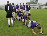 SV izegem speelt gelijk op rekkem en promoveert zo naar 3de provinciale : de spelers in vreugde .foto VDB / BART VANDENBROUCKE