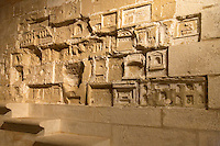 Mur sculpte par des prisonniers