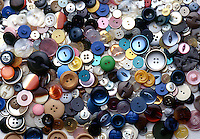 LOTS OF DIFFERENT TYPES AND COLOURS OF BUTTON