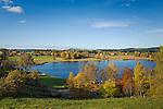 Deutschland, Oberbayern, Landkreis Garmisch-Partenkirchen, im Pfaffenwinkel: Herbstlandschaft bei Bad Bayersoien am Soier See | Germany, Upper Bavaria, district Garmisch-Partenkirchen, near Bad Bayersoien: autumn scenery at Soier Lake
