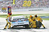 2017 Monster Energy NASCAR Cup Series - Kobalt 400<br /> Las Vegas Motor Speedway - Las Vegas, NV USA<br /> Sunday 12 March 2017<br /> Matt Kenseth, BlueDEF Toyota Camry pit stop<br /> World Copyright: Nigel Kinrade/LAT Images<br /> ref: Digital Image 17LAS1nk06710