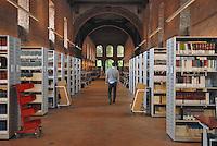 - library of State University of Milan....- biblioteca dell'Università Statale di Milano....
