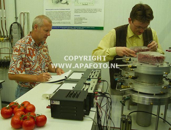 wageningen 140999 ato-dlo onderzoek naar in folie verpakte vollegrondsgroente foto frans ypma<br />x8/9/plus/40/verpakkingen