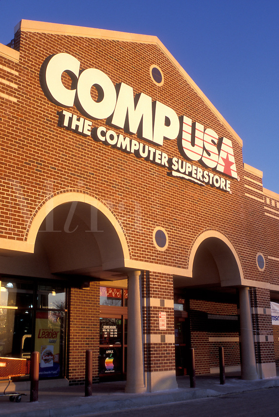 CompUSA, Wilmington, DE, Delaware, Entrance to CompUSA, the computer store, in Wilmington.
