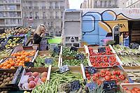 - Marsiglia, mercato di frutta e verdura di piazza Castellane<br /> <br /> - Marseille, fruit and vegetable market in Castellane square