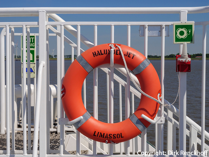 Katamaran Hamburg - Helgoland, auf der Unterelbe, Schleswig-Holstein, Deutschland<br /> catamaran Hamburg-Helgoland on the lower river Elbe, Schleswig-Holstein, Germany, Europe