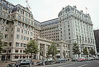 Washington D.C. : The Willard Hotel, Pennsylvania Ave., across from Pershing Park. Photo '91.