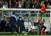 Fotball<br /> Treningskamp - Privatlandskamp<br /> 17.02.2004<br /> Portugal v England<br /> Foto: Digitalsport<br /> NORWAY ONLY<br /> <br /> The England bench look on as Pauleta celebrates Portugal's equalizer