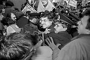 Nederland, Nijmegen, 16-3-1989<br /> Verpleegkundigen demonstreren voor betere beloning bij een partij bijeenkomst van het CDA waar premier Ruud Lubbers, minister Elco Brinkman en minister de Koning aanwezig zijn. Lubbers wordt op weg naar de ingang van het Kolpinghuis belaagd door boze verpleegkundigen. Politie weet hem naar binnen te loodsen.<br /> Foto: Flip Franssen
