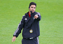NEWPORT, WALES - Sunday, May 22, 2016: Mikel Arteta gives a practical demonstration during the Football Association of Wales' National Coaches Conference 2016 at Dragon Park FAW National Development Centre. (Pic by David Rawcliffe/Propaganda)