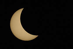 August 21, 2017 - Chester, Illinois, United States - A total solar eclipse occurs on August 21, 2017, at Mary's River Covered Bridge, in Chester, IL, USA. (Credit Image: © Patrick Gorski/NurPhoto via ZUMA Press)