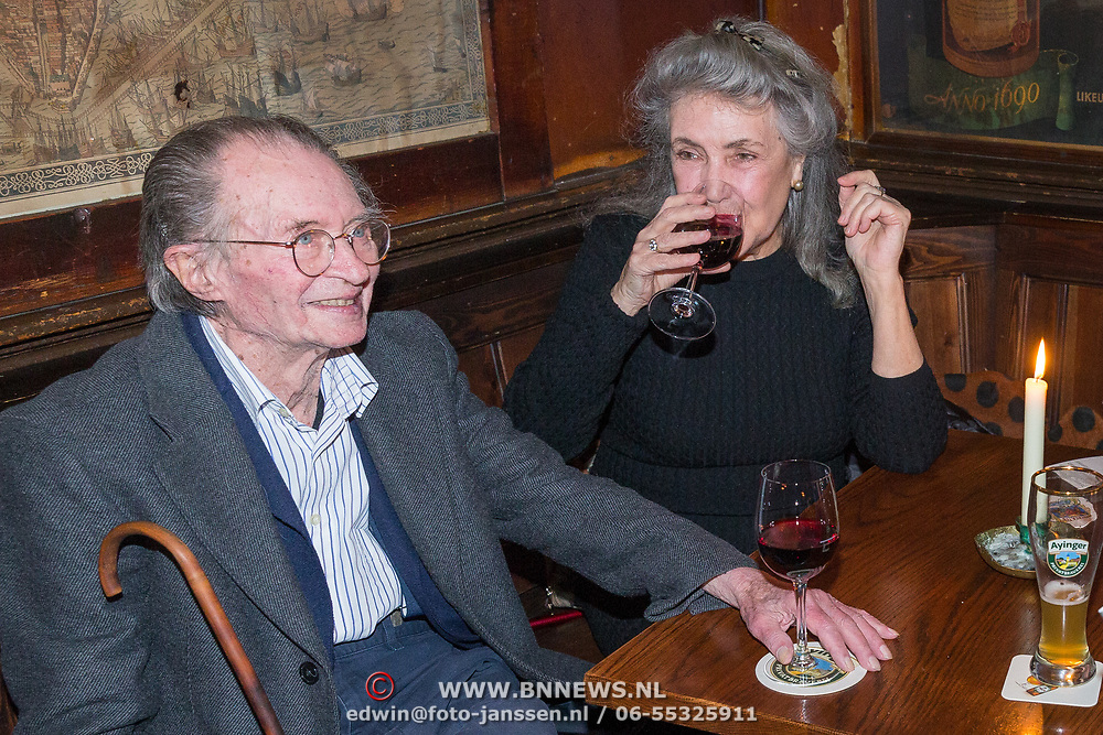 NLD/Amsterdam/20171016 - Sirenen boekpresentatie Jan Cremer, Remco Campert en partner Deborah Wolf, Jan Cremer en partner Babette Sijmons