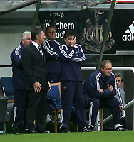 Photo. Andrew Unwin Digitalsport<br /> Newcastle United v Fulham, Barclays Premiership, St James' Park, Newcastle upon Tyne 07/11/2004.<br /> Newcastle's Dean Saunders (R) cannot bear to watch as manager, Graeme Souness (L) joins him in the dug-out early in the first half.