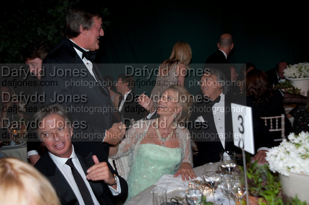RICHARD CARING; STEPHEN FRY; PRINCESS MICHAEL OF KENT; SIR DAVID TANG. The Ormeley dinner in aid of the Ecology Trust and the Aspinall Foundation. Ormeley Lodge. Richmond. London. 29 April 2009