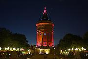 Mannheim. 11.10.14 Wasserturm ist pink beleuchtet.<br /> <br /> Bild: Markus Proßwitz 11OCT14 / masterpress (Bild ist honorarpflichtig)