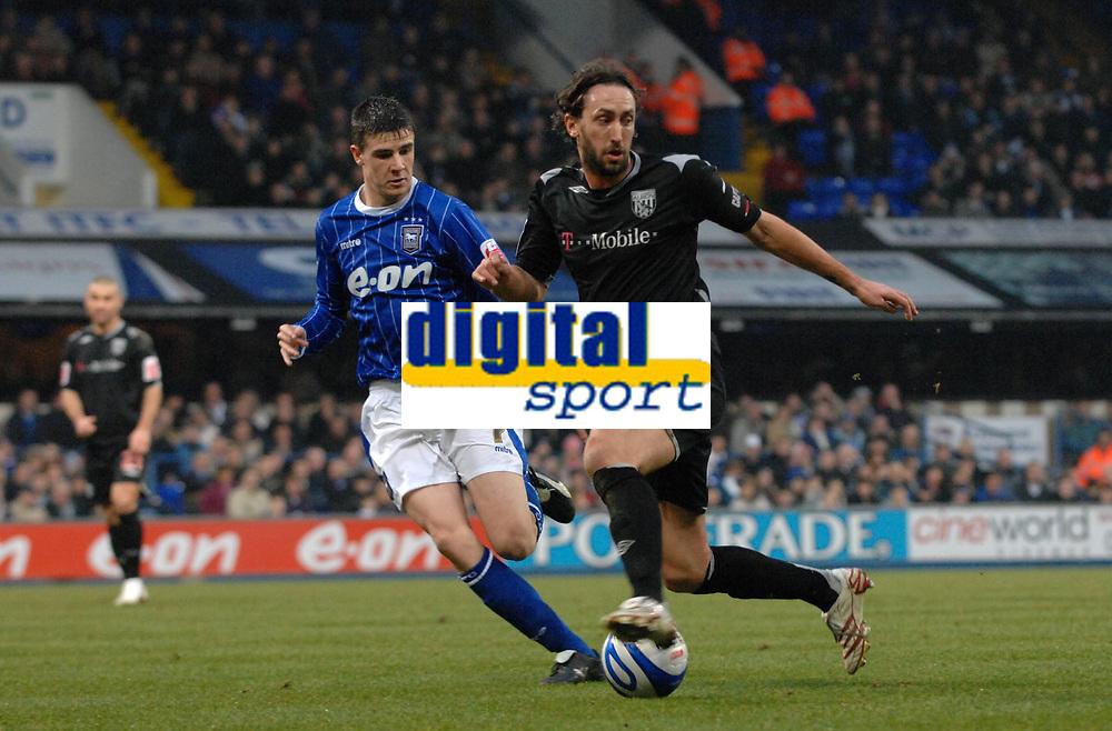 Photo: Ashley Pickering/Sportsbeat Images.<br /> Ipswich Town v West Bromwich Albion. Coca Cola Championship. 01/01/2008.<br /> Jonathan Greening of WBA (R) takes on Owen Garvan of Ipswich