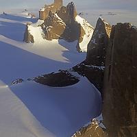 ANTARCTICA, Queen Maud Land.  Fenris Mountains.  Front to Rear: Holtanna (2650m), Holsttind (2577m), Kinntanna (2721m) & Ulvetanna (2931m) (View almost due north).
