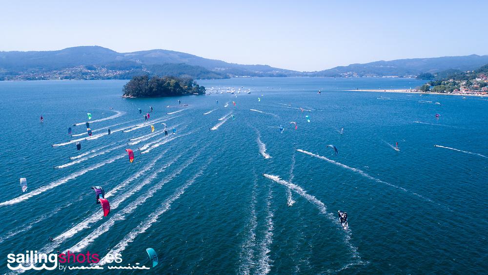 Imágenes de Drone del IV KiteFest Cesantes- Trofeo Xacobeo, en la Playa de Cesantes, Redondela.<br /> ©Sailingshots by María Muiña Photography