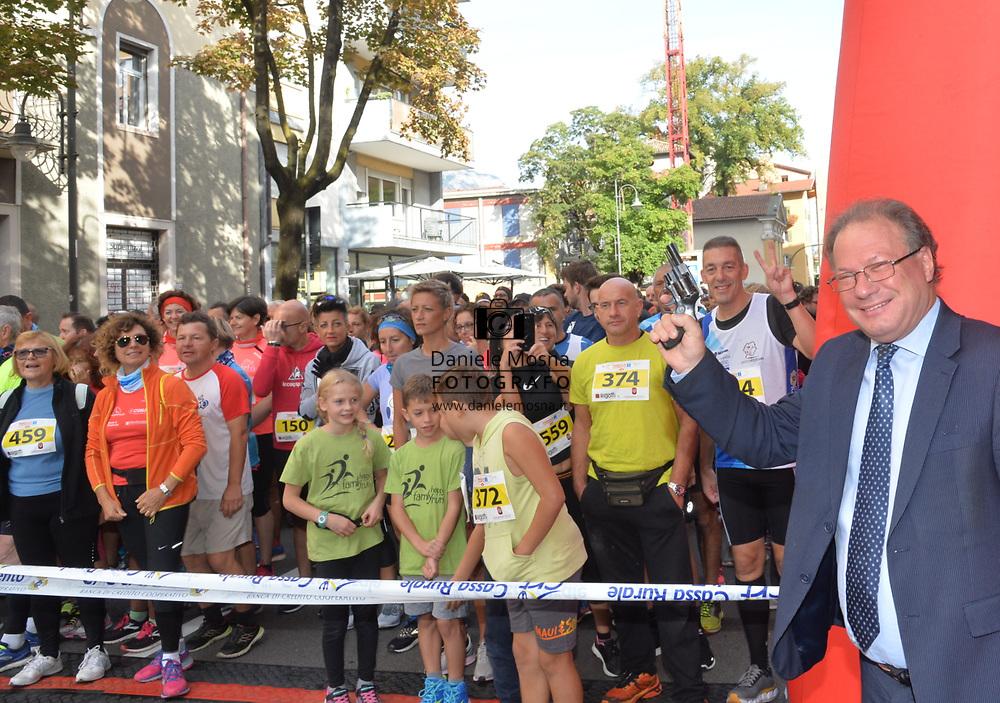 9ª Semi Maratona di Trento Half Marathon - 6 ottobre 2019 –  Corsa su strada internazionale -  06.10.2019, Trento, Trentino, Italia. Il sindaco da il via<br /> © Daniele Mosna WWW.DANIELEMOSNA.IT