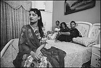 Pakistan, Punjab, Lahore, Quartier chaud d'Ira Mandir (quartier des diamants) // Pakistan, Punjab, lahore, Prostitute at home, Ira Mandir area (diamant market)