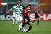 Fotball<br /> UEFA Champions League 2004/2005<br /> Foto: Dppi/Digitalsport<br /> NORWAY ONLY<br /> <br /> AC MILAN v CELTIC FC<br /> <br /> 29/09/2004<br /> <br /> ANDREA PIRLO (MIL) / STILIAN PETROV (CEL)