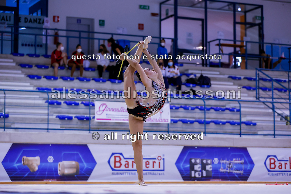 Romina Husanu della Ritmica Piemonte gareggia alla seconda prova regionale del Campionato di Specialità Gold a Borgosesia il 26-09-2021