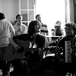 "Erica Buettner (US/FR) performing at the ""Soiree de poche #3"" (pocket night #3): a concert happening in an appartment. Organised by La Blogotheque.. .June 2008, 30th / photo: Antoine Doyen"