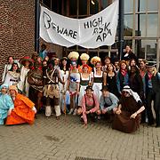 Examenstunt Erfgooierscollege, leerlingen verkleed, verschillende culturen