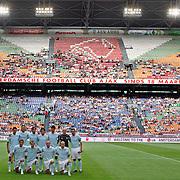 NLD/Amsterdam/20070802 - LG Amsterdams Tournament 2007, teamfoto Lazio Roma met publiek op de achtergrond