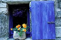 France - Provence - Vaucluse - Luberon - Saignon - Fenêtre Bleue