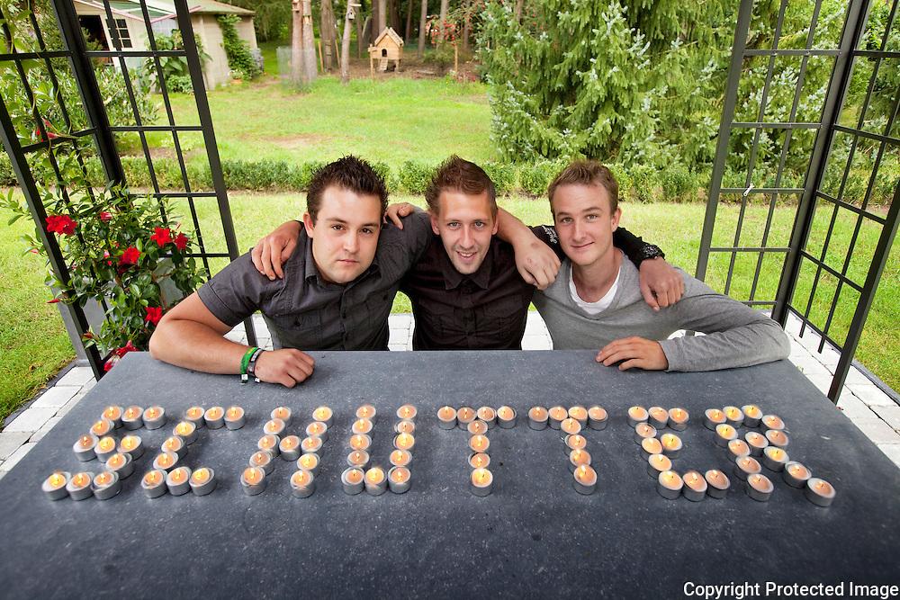 362169-vrienden organiseren zaterdag een waken voor hun verlamde vriend-Nando Van Looy, Glenn Nicasi en Dimitri Wittockx-Dennenlaan 68 in Nijlen