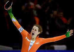 09-03-2013 SCHAATSEN: FINAL ISU WORLD CUP: HEERENVEEN<br /> NED, Speedskating Final World Cup Thialf Heerenveen / Ireen Wust verbeterde in Thialf het baanrecord, dat op haar eigen naam stond, tot 3.58,68 en won daarmee de 3000 meter<br /> ©2013-FotoHoogendoorn.nl