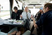 07 AUG 2009, SACHSEN/GERMANY:<br /> Thomas Steg, SPD, Pressesprecher von F rank-W alter S teinmeier, im Gespraech mit Journalisten waehrend der Sommerreise von S teinmeier, Pressebus auf der Fahrt von Ostheim nach Chemnitz<br /> IMAGE: 20090807-01-137