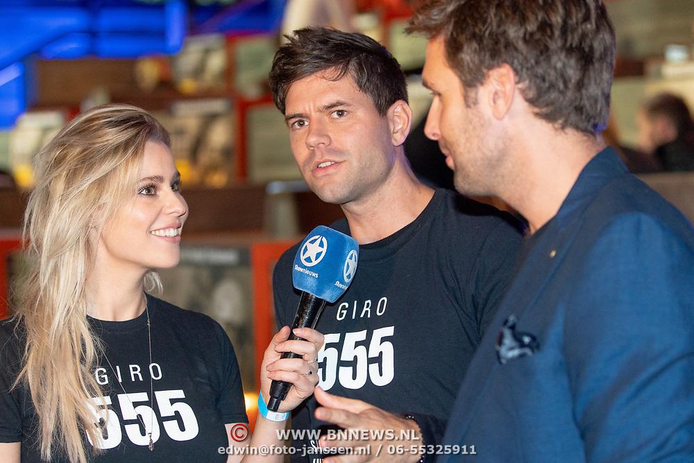 NLD/Hilversum/20181010 - Giro 555 actiedag voor Sulawesi, Nick en Simon, Simon Keizer en Nick Schilder, worden geinterviewd door Celine Huijsmans
