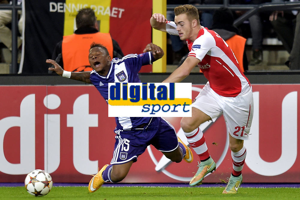 Zoro Cyriac Gohi Bi of RSC Anderlecht battles for the ball with Calum Chambers of Arsenal <br />