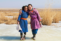 Mongolie, Province de Khovd, lac gelé Khar Us Nuur, jeune fille mongole // Mongolia, Khovd, Khar Us Nuur, frozen lake, mongolian young girl