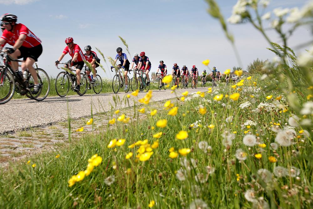 The Eleven Cities Cycling tour in Friesland // De Elfstedenrijwieltocht.