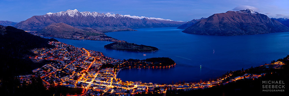 Night Falls over the township of Queenstown, situated on Lake Wakatipu. The Remarkables mountain range is in the distance on the left.<br /> <br /> Code: HZOQ0001