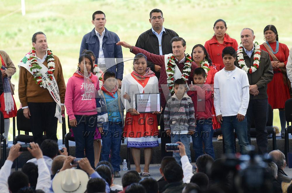 San Felipe del Progreso, Méx.- Enrique Peña Nieto celebró el Día Mundial de la Alimentación y el Día Internacional de la Mujer Rural en San Felipe del Progreso acompañado del gobernador mexiquense Eruviel Ávila Villegas. Agencia MVT / José Hernández