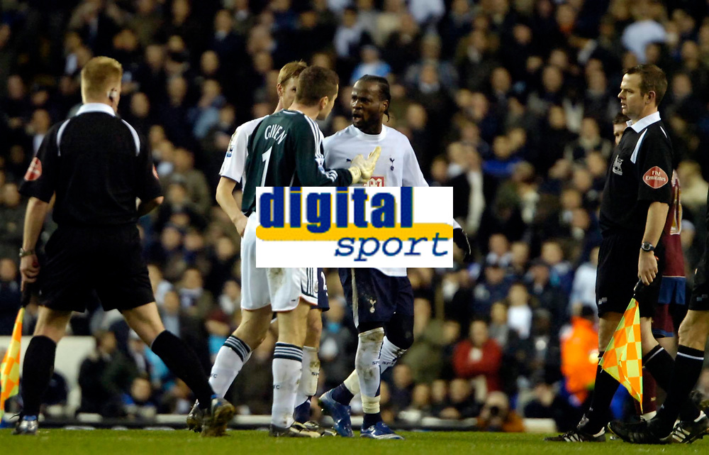Photo: Ed Godden/Sportsbeat Images.<br /> Tottenham Hotspur v Newcastle United. The Barclays Premiership. 14/01/2007. Spurs' Pascal Chimbonda and Newcastle keeper, Shay Given, have words on the centre spot.
