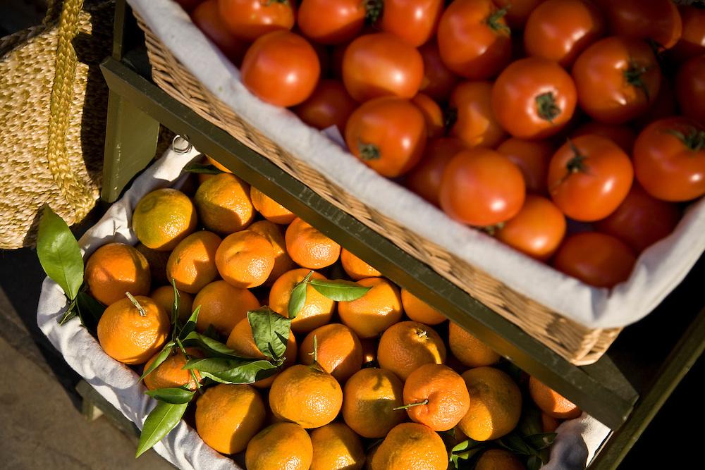 free range, organic, tomato, tomatoes, satsuma, orange, tangerine, fruit, veg, vegetable, grocery, groceries, farmers market, healthy