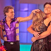 NLD/Hilversum/20110304 - Sterren Dansen op het IJs show 6, Michael Boogerd, Darya Nucci met afvallers Babette van Veen en Gabriel Leel