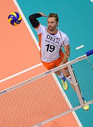 20150620 NED: World League Nederland - Portugal, Groningen<br /> De Nederlandse volleyballers hebben in de World League het vierde duel met Portugal verloren. Na twee uitzeges en de 3-0 winst van vrijdag boog de ploeg van bondscoach Gido Vermeulen zaterdag in Groningen met 3-2 voor de Portugezen: (25-15, 21-25, 23-25, 25-21, 11-15) / Dirk Sparidans #19