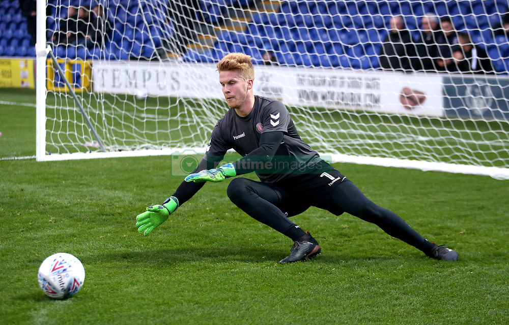 Charlton Athletic goalkeeper Ben Amos warming up before the game