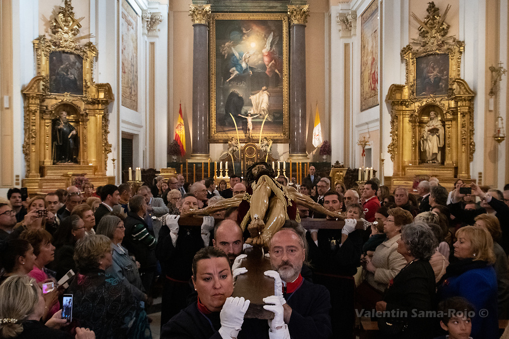 Madrid, Spain. 16th April, 2019. Members of confraternity of the 'Cristo de los Alabarderos' carrying the figure at their church. © Valentin Sama-Rojo
