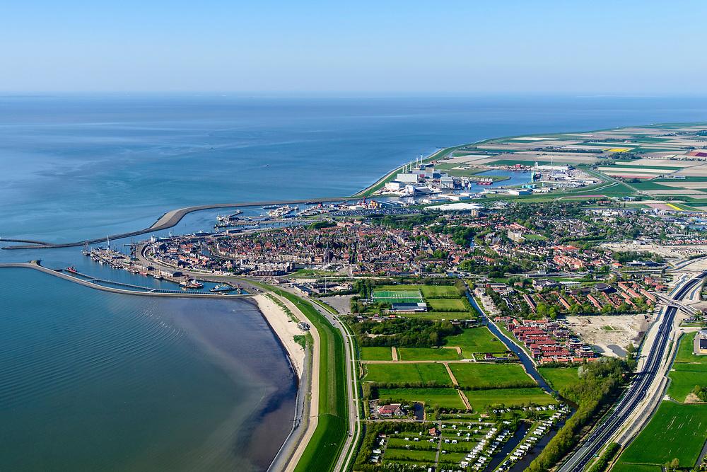 Nederland, Friesland, Harlingen, 07-05-2018; Havenmond met Nieuwe Vissershaven, Nieuwe Voorhaven, Nieuwe Willemshaven.<br /> Harbour Harlingen.<br /> luchtfoto (toeslag op standaard tarieven);<br /> aerial photo (additional fee required);<br /> copyright foto/photo Siebe Swart