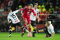 Fotball<br /> 2. November 2014<br /> Tippeligaen<br /> Brann Stadion<br /> Brann - Sogndal<br /> Petter Strand (L) , Helge Haugen (2R) og Taijo Teniste (R) , Sogndal<br /> Kristoffer Barmen (M) , Brann<br /> Foto Astrid M. Nordhaug
