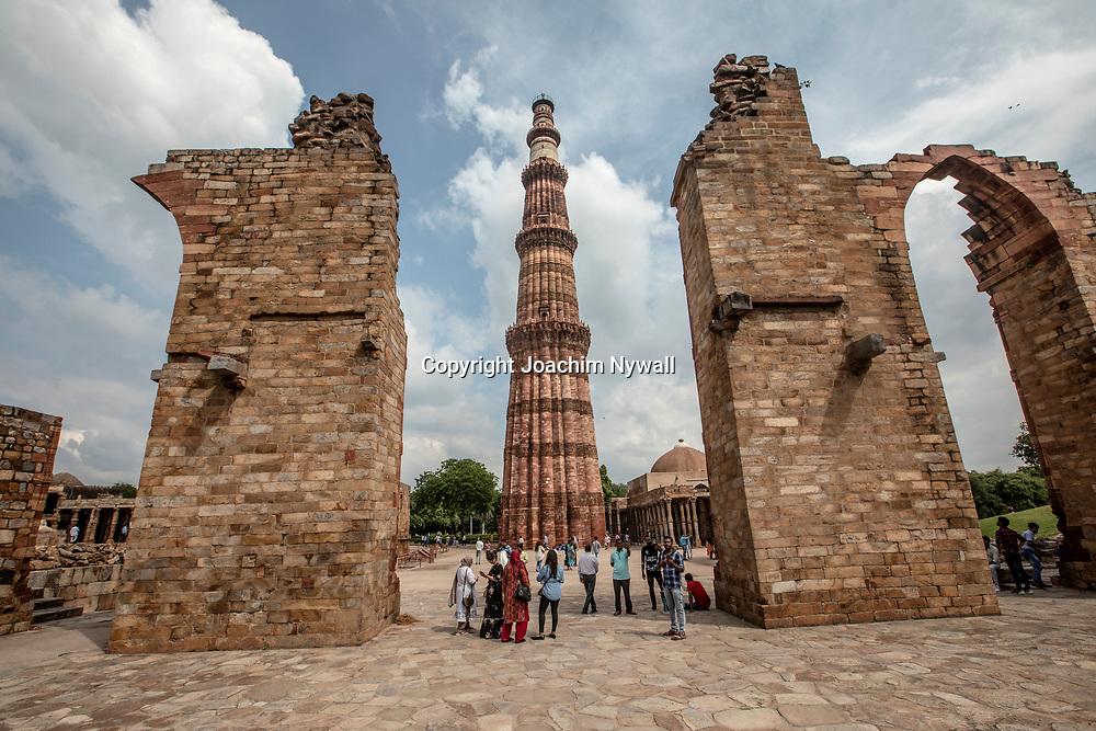 2019 09 26 Delhi India<br /> Qutab Minar är en minaret i den indiska huvudstaden Delhi, och tillika det högsta tornet byggt av sten i hela Indien.<br /> <br /> <br /> ----<br /> FOTO : JOACHIM NYWALL KOD 0708840825_1<br /> COPYRIGHT JOACHIM NYWALL<br /> <br /> ***BETALBILD***<br /> Redovisas till <br /> NYWALL MEDIA AB<br /> Strandgatan 30<br /> 461 31 Trollhättan<br /> Prislista enl BLF , om inget annat avtalas.