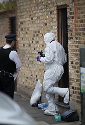 © Licensed to London News Pictures. 21/09/2017. London, UK. Forensics at a house where police and the fire brigade found a burnt body in a garden on Wimbledon Park Road in Wandsworth, south west London. A 40-year-old man and a 34-year-old woman were arrested at the scene on Wednesday, 20 September on suspicion of murder. Photo credit: Peter Macdiarmid/LNP